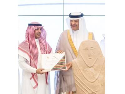 سعودی شہری نے شہزادہ سلطان بن سلمان کو 6ہزار سال پرانا نایاب مجسمہ دیدیا
