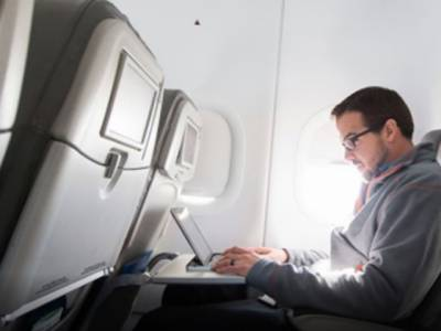 امریکا نے پروازوں میں الیکٹرانک اشیاءلانے پر پابندی لگانے کا فیصلہ کر لیا