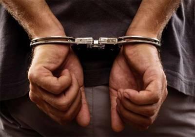 پولیس اہلکار کا حاملہ بیوی کے ساتھ انتہائی شرمناک سلوک,پولیس نے گرفتار کر کے جیل میں ڈال دیا گیا