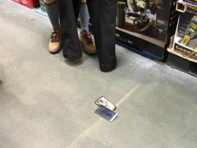 'میں نے دیکھا کہ دکان کے کونے سے دھواں اٹھ رہاہے اور جب میں قریب گیا تو ایک شخص پینٹ اتار کر کھڑا تھا اور ۔۔۔۔'