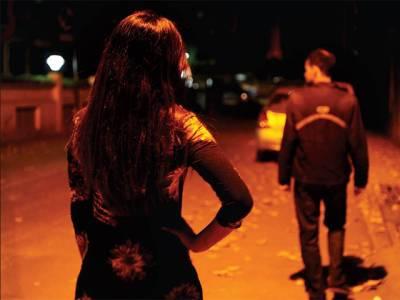 بھارتی ریاست کرناٹکا میں نوسر باز خواتین کے گروہ نے کار سوار شہری کو لوٹ لیا