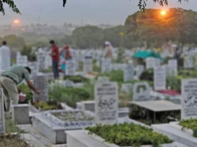 ''4 دسمبر 1971 کی شام یہ بچہ گھر سے قرآن پاک پڑھنے جا رہا تھا کہ بھارتی بمباری سے شہید ہو گیا اور ۔۔۔'' معروف قبرستان کے گورکن نے ایسی بات کہہ دی کہ جان کر ہر کوئی دنگ رہ گیا