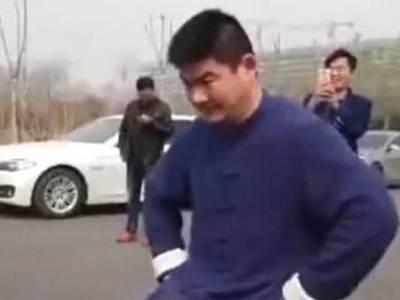 آدمی نے مردانہ طاقت سے گاڑی چلاکر دکھادی، دنیا کی آنکھیں کھلی کی کھلی رہ گئیں