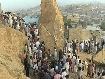 کراچی میں گھر پر مٹی کا تودہ گرنے سے ایک ہی خاندان کے 5افراد جاں بحق ،4زخمی