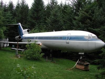 جنگل کے درمیان چھپایا گیا یہ مسافر جہاز، اس کے اندر دراصل کیا ہے؟ دیکھ کر آپ کے تمام اندازے غلط ثابت ہوجائیں گے