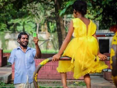 وہ بھکاری جس نے اپنی بیٹی کی خواہش پوری کرنے کیلئے دو سال پیسے جمع کیے اور اسے نیا سوٹ خرید کر دیا