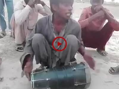 اچھی آوازمیں گانے اور زبردست انداز میں ڈھولک بجانے کی ایسی ویڈیو جو پہلے آپ نے نہیں دیکھی ہو گی۔ ویڈیو: گلفام۔ پشاور