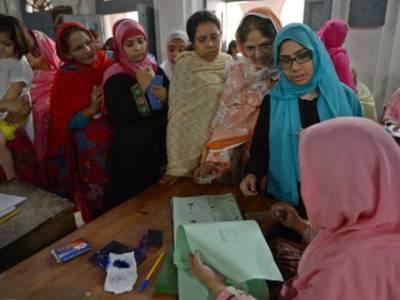 حلقہ پی پی 23: تلہ گنگ کے گاﺅں ڈالی میں اہل علاقہ نے خواتین کے ووٹ ڈالنے پر پابندی لگا دی