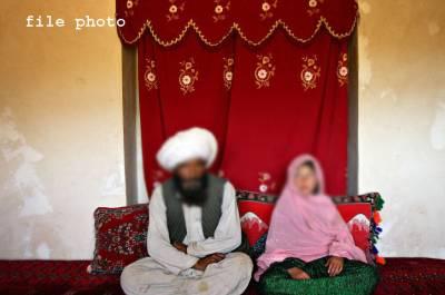 سکھر میں شادی کے فوری بعد پولیس نے دولہا ،دولہن کے والد اور نکا ح خان کو گرفتار کر لیا ،کیا کر رہے تھے ؟جان کر آپ کو بھی شدید افسوس ہو گا