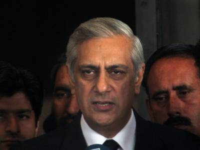 سپریم کورٹ وزیر اعظم کو مستعفی ہونے کا نہیں کہہ سکتی : سابق اٹارنی جنرل عرفان قادر کی رائے