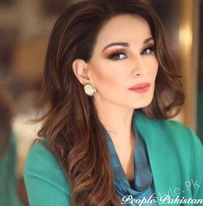 یہ پاکستان کی معروف ترین خاتون ہیں لیکن کیا آپ ان کو پہچان پائے ؟میک اپ آرٹسٹ نے نیا روپ دیا تو سب ہکا بکا رہ گئے ،نام جان کر آپ بھی دنگ رہ جائیں گے