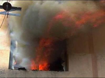نیو انارکلی مارکیٹ کے گارمنٹس پلازہ میں آگ بھڑک اٹھی، کئی دکانوں کا سامان جل کر خاکستر