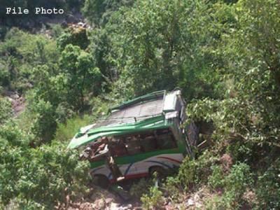 دیر بالا سے چترال جانے والی مسافر بس کھائی میں گرنے سے 10افراد جاں بحق ، متعدد زخمی