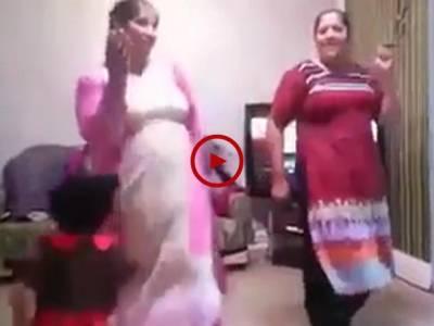 ایسے مزے کی ویڈیو کہ جسے دیکھ کر آپ خوب انجوائے کریں گے۔ ویڈیو: منیب۔ لاہور