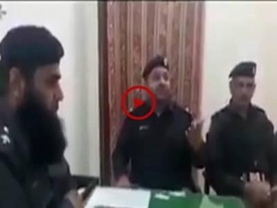آپ نے پولیس کے بہت سے کارنامے سنے اور دیکھیں ہوں گے لیکن یہ ویڈیو تو کمال کی ہے۔ ماشا اللہ ۔ عمدہ کلام سنئیے۔ ویڈیو: سہیل بٹ۔ لاہور