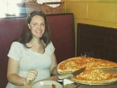 وہ پیزا جسے کھاتے ہی خواتین بچے کی ماں بن جاتی ہیں، پوری دنیا میں دھوم مچ گئی