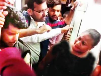 نئی دہلی کی میٹروٹرین میں 2 افریقی خواتین سے اوباش بھارتیوں کی چھیڑ چھاڑ، گالیاں دیں