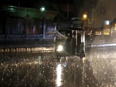 پنجاب کے مختلف شہروں میں تیز آندھی کے ساتھ بارش،80سے زائد فیڈر ٹرپ کر گئے
