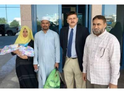 عمرہ کے دوران اس پاکستانی خاندان کے ہاں قبل از وقت بیٹی کی پیدائش، ویزہ ختم ہونے اور پیسے نہ ہونے کی وجہ سے بچی سعودی عرب ہی چھوڑ کر واپس آنا پڑگیا، لیکن پھر ایک دن سعودی عرب سے ایسی کال آئی کہ میاں بیوی کی خوشی کا ٹھکانہ نہ رہا، وہ کام ہوگیا جس کا وہ صرف خواب ہی دیکھ سکتے تھے