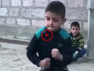 اس ویڈیو میں چھوٹے بچے کا زبردست ڈانس دیکھیں۔ ویڈیو: میاں یوسف۔ لاہور