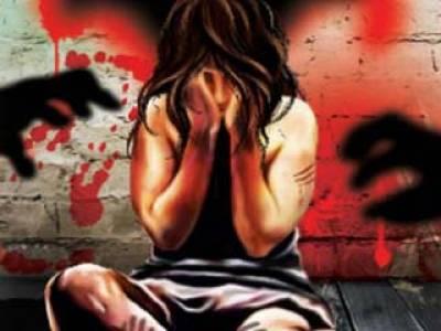 کندھ کوٹ: 12سالہ لڑکی سے ریپ کرنے والے ملزموں کو18 لاکھ جرمانہ معاملہ حل کرا دیا: وڈیرے کا دعویٰ
