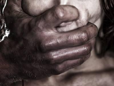 عطائی نے محنت کش کی شادی شدہ بیٹی اغوا کر لی، زیادتی کا خدشہ، ڈاکٹر کلینک کو تالہ لگا کر غائب