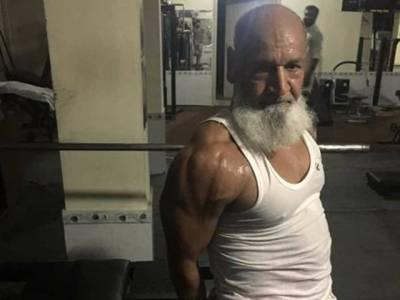 اس پاکستانی بزرگ نے 55 سال کی عمر میں یہ بے مثال باڈی بنا ڈالی ، مگر کیسے؟ وہ خبر جو تمام نوجوانوں کو ضرور پڑھنی چاہیے