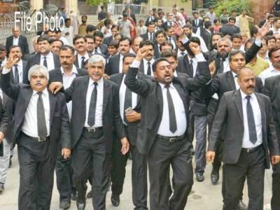 سول جج سے وکلا ءکی بدتمیزی لاہور کے تمام سول اور ایڈیشنل سیشن ججوں نے کام چھوڑ دیا