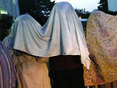 شفیق آباد میں سرچ آپریشن، شناختی دستاویزات نہ ہونے پر 6 افراد کو حراست میں لے کر تھانے منتقل کردیا گیا