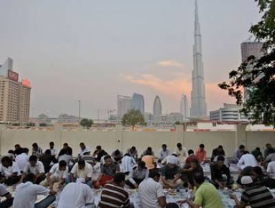 شہر کی وہ عمارت جس کے رہائشیوں کاروزہ باقی شہر سے 3منٹ بعد افطار ہوتا ہے، اس عمارت میں ایسا کیا ہے؟ حقیقت جانکر آپکو بھی بے حد حیرت ہو گی