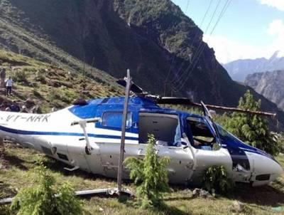 بھارتی ریاست اتر ا کھنڈ میں زائرین کو لیجانے والا ہیلی کاپٹر گر کر تباہ