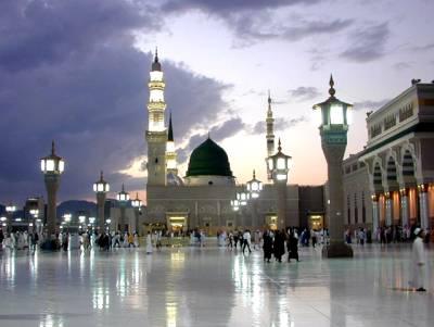 رمضان میں نیکیاں سمیٹنے کی خواہش ہر کوئی کرتا ہے مگر یہ سعودی نوجوان تو سب پر بازی لے گیا، مسجد نبوی ﷺ میں افطار کے موقع پر ایسا کام کر دیا کہ دیکھ کر بے اختیار آپ کی آنکھوں سے آنسو اور منہ سے دعائیں جاری ہو جائیں گی
