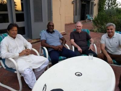 کرکٹ لیجنڈز ویون رچرڈز اور آ ئن چیپل کی عمران خان سے ملاقات ،سابق غیر ملکی کھلاڑیوں نے پاکستان کو کھیلوں کیلئے محفوظ ملک قراردیدیا