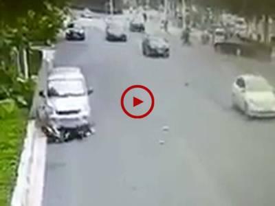 خطرناک حادثے کے بعدہونے والی لڑائی کی ویڈیو دیکھیں۔ ویڈیو: سہیل بٹ۔ لاہور