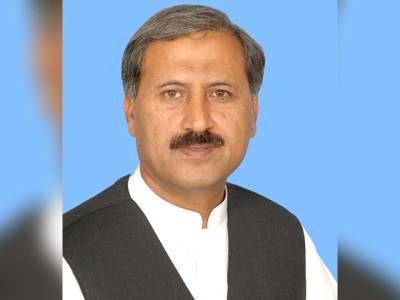 تحریک انصاف کے حامد الحق کا انوکھا احتجاج، گریبان چاک کرکے بھیک مانگی