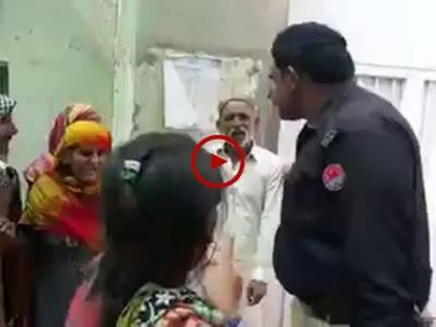 جب انصاف نہ ہو تو یہی ہوتا ہے۔ خان پورمیں لڑکی سے زیادتی کرنے والے کے حق میں فیصلہ ہونے پر متاثرہ لڑکی اور لواحقین کا احتجاج۔ ویڈیو: سہیل بٹ۔ لاہور