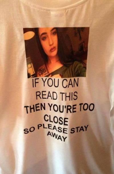 خوبرو دوشیزہ نے اپنے بوائے فرینڈ کو چھٹیوں پہ جانے سے پہلے ایک ایسی قمیض پہنا دی کہ کوئی بھی لڑکی دیکھ کر دور بھاگ جائے ،مردوں کیلئے بری خبر