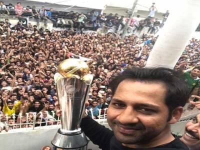 کھلاڑی اپنے اپنے آبائی علاقوں میں پہنچ گئے ،سرفراز نے موقع موقع گا کرپاکستانی شائقین کو خوش کیا،فخر زمان نے بھی نو بال پر آوٹ ہونے کے حوالے سے اپنے جذبات کا اظہار کردیا