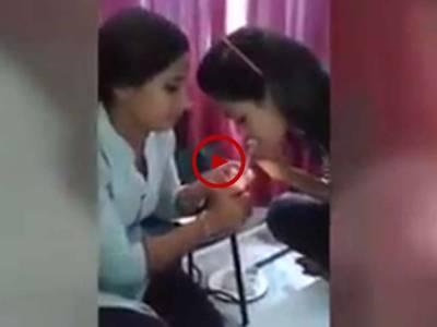 انڈین لڑکیوں اور مردوں کے نشہ کرتے وقت بنائی گئی ویڈیودیکھیں۔ ویڈیو: سہیل بٹ۔ لاہور