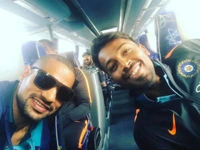 """عوام کے """"شاندار"""" استقبال کا ڈر۔۔۔، بھارتی ٹیم وطن واپس جانے کے بجائے ایک ایسے ملک نکل گئی جہاں کے کھلاڑی پاکستانیوں کو بہت ہی زیادہ پسند کرتے ہیں"""