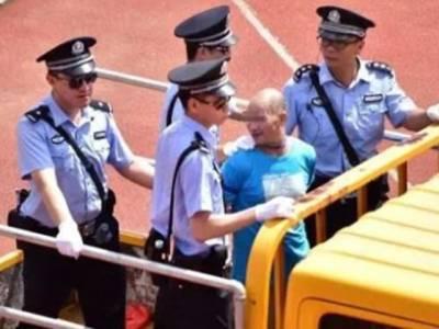 چین نے مجرموں کو 10ہزار کے مجمع کے سامنے فوری موت کی سزاسنادی، پولیس نے ایک ہی منٹ میں سزاپر عمل درآمد کردیا، ایسا کیا کیاتھا؟ آئندہ یہ کام کوئی نہیں کرے گا