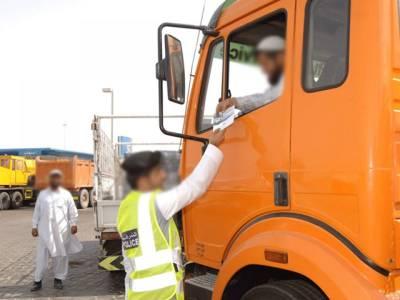 پاکستانی ٹرک ڈرائیور نے دبئی پولیس کو بھی پاکستانی پولیس سمجھ لیا، ایسی حرکت کہ پڑھ کر آپ بھی ہنس پڑیں گے