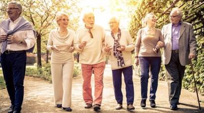 آہستہ چلنے والے بوڑھے افراد میں ڈیمنشیا کا خطرہ ہوتا ہے،تحقیق