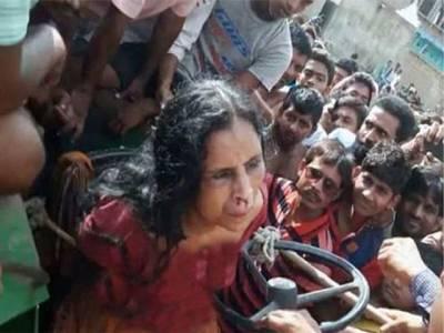 ذہنی معذور خاتون پر ہجوم کا تشدد، مارنے سے پہلے ٹریکٹر سے باندھ کر سر بھی مونڈ دیا، پولیس مقدمہ درج کرنے سے انکاری