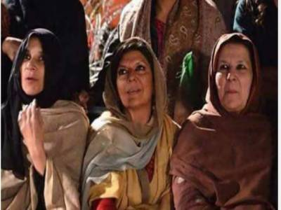 عمران خان کی بہنوں کی اسحاق ڈار کے الزامات کی تردید، عدالت میں پیش ہونے کو تیار ہیں:عظمیٰ خان