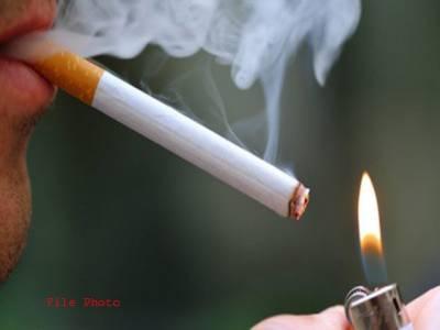 عوامی مقامات پر سگریٹ نوشی کے قانون پر عملدرآمد نہ کرنے پر وفاق اور پنجاب حکومت سے جواب طلب