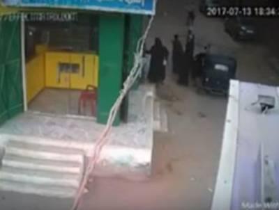 بڑے اسلامی ملک میں شہری نے اپنی اور بیوی کی لڑائی میں حائل ہونے والے نوجوان بیٹے کیساتھ ایسا کام کر دیا کہ یقین کرنا مشکل ہو جائے گا