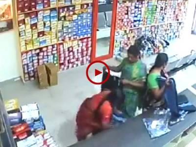 ان عورتوں نے تو انتہا کردی.عورتوں کی چوری کی واردات کیمرے نے محفوظ کر لی۔ ویڈیو: حسن فاروق۔ لاہور