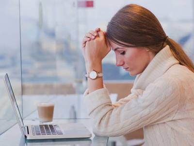 '50 فیصد خواتین انٹرنیٹ پر اس شرمناک حرکت کا نشانہ بن چکی ہیں' تازہ سروے میں انتہائی پریشان کن انکشاف سامنے آگیا