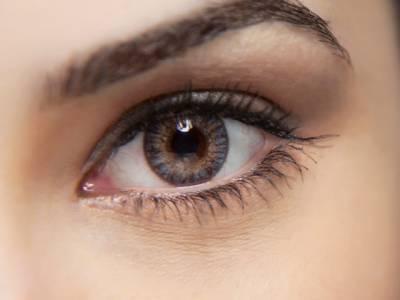 خاتون کی آنکھ میں مسلسل درد، ڈاکٹر کے پاس گئی تو اس نے آنکھ سے 17 ایسی چیزیں نکال لیں کہ جان کر آپ بھی حیرت کے مارے دنگ رہ جائیں گے، کوئی سوچ بھی نہ سکتا تھا کہ انسانی آنکھ میں اتنی جگہ بھی ہوسکتی ہے کہ۔۔۔